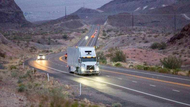 Los camiones sin conductor ya circulan en América del Norte